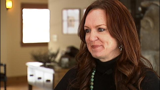 Ree Drummond, the Pioneer Woman - gets her own cooking show in Food Network!